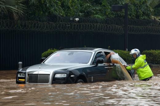 Jakarta Floods Displace Thousands